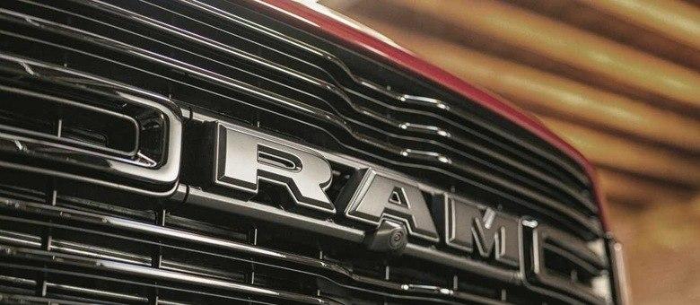 Grade da RAM 2500 tem aletas que se movimentam para melhorar coeficiente aerodinâmico