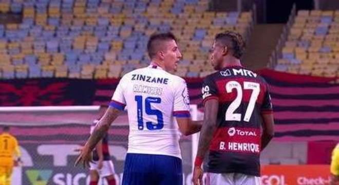 Flamengo não achou momento da ofensa a Gerson. Mas achou a Bruno Henrique