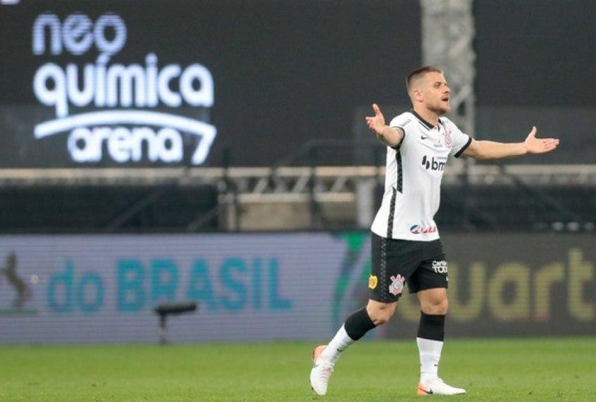 Ramiro é empresariado por Giuliano Bertolucci. Dono da maior dívida com o Corinthians