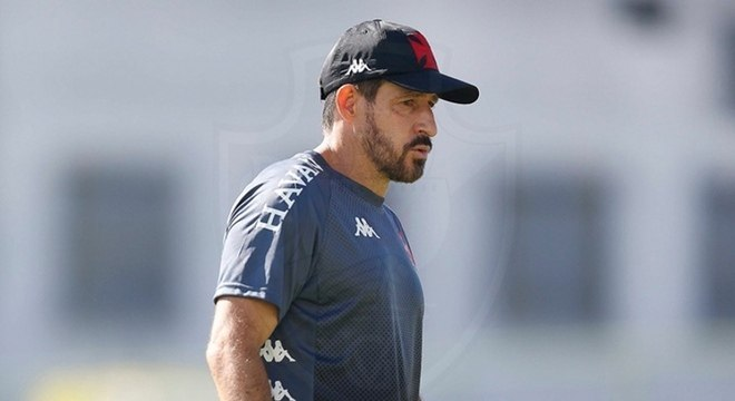 Ramon Menezes: Treinador brasileiro de 48 anos. Ganhou destaque após bom começo do Vasco no Campeonato Brasileiro 2020, com os torcedores criando a febre do