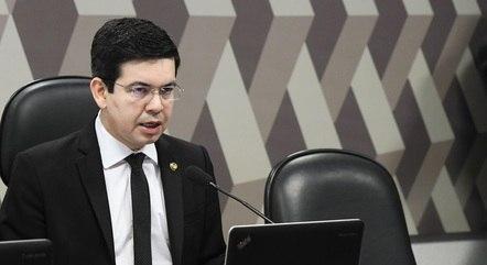 Na imagem, senador Randolfe Rodrigues (Rede-AP)