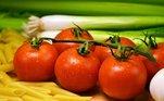 O tomate-caqui, assim como os demais tipos, tem em sua composição: licopeno, colina, ácido fólico, betacarotenos, luteína, ácido alfa-lipóico, vitamina A, complexo B e C, potássio e cálcio. Na Ceagesp, o preço médio do quilo é de R$ 4,24