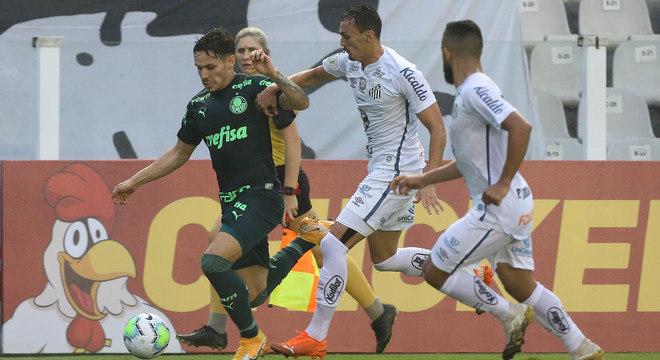 Raphael Veiga lutou muito. Mas sempre marcado. Improvisado Palmeiras se superou