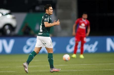 Raphael Veiga subiu para o profissional no Coritiba