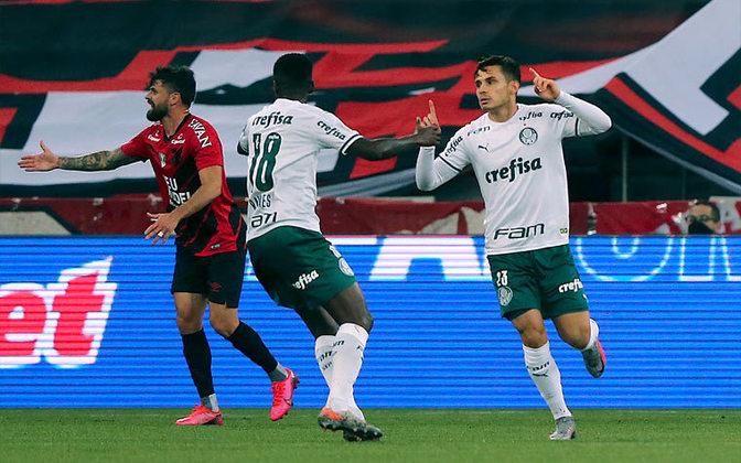 Raphael Veiga: 5 vezes (Corinthians (grupos Paulista), Corinthians (1a final), Corinthians (2a final), Athletico-PR e RB Bragantino)