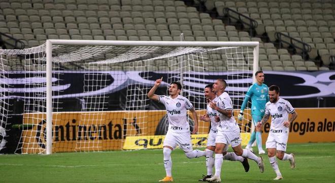 Raphael Veiga marcou os dois gols do empate do Palmeiras contra o Ceará