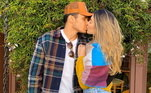 Fora de campo, Raphael também está de bem com a vida. Ele e Bruna Santana assumiram o namoro no começo do mês de julho. Os dois estão apaixonados. Ela escreveu: 'Você trouxe vida ao melhor de mim'