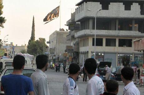 Raqqa é palco da disputa entre diferentes grupos extremistas e tropas do governo sírio