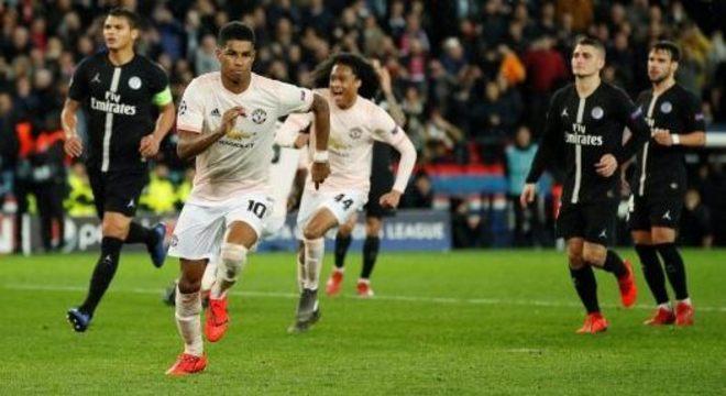 Rashford comemora o gol que classificou o Manchester United, em Paris