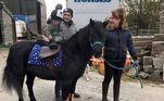 A família mora numa casa de fazenda emLancashire e cria cavalos profissionalmente. Jane revela que já conhecia o rato, visto na casa dois dias antes, subindo na cama para atacar a própria dona da casaLEIA MAIS:'Viciada em banheiros' cria perfil para encontrar o toalete perfeito