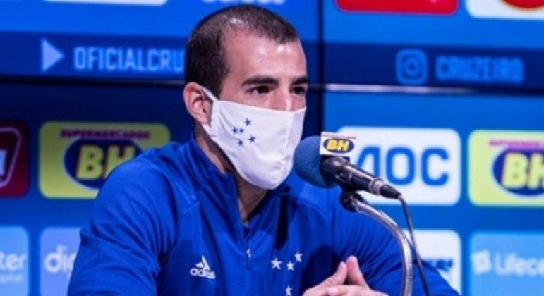 Raul Cáceres é o segundo reforço da Raposa na gestão Enderson Moreira