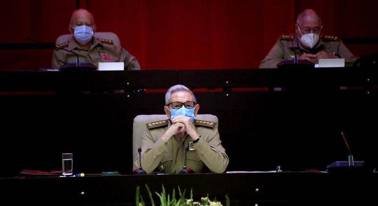 O ex-presidente Raúl Castro assiste a congresso do Partido Comunista em Havana