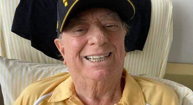 Apresentador, de 82 anos, foi internado em hospital de SP, neste sábado (2)