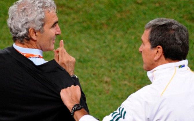 Raymond Domenech, treinador da seleção francesa nas Copas de 2006 e 2010, era jogador-técnico do Mulhouse entre 1984 e 1986.