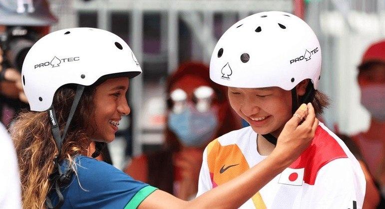 Rayssa Leal mostrou a essência dos valores olímpicos ao celebrar o ouro da adversária japonesa