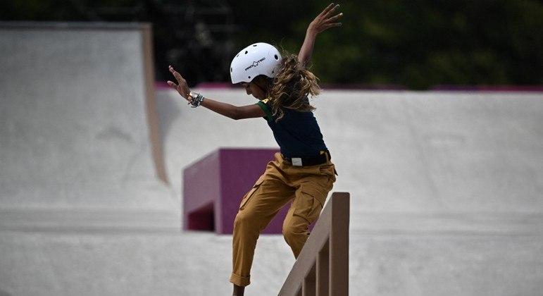 Rayssa Leal em ação na Olimpíada