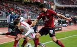 Nuremberg (Germany), 02/03/2019.- Nuernberg's Lukas Muehl (R) in action against Leipzig's Yussuf Poulsen (L) during the German Bundesliga soccer match between 1. FC Nuernberg and RB Leipzig in Nuernberg, Germany, 02 March 2019. (Alemania) EFE/EPA/RONALD WITTEK CONDITIONS - ATTENTION: The DFL regulations prohibit any use of photographs as image sequences and/or quasi-video.