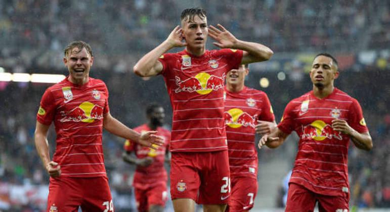 A celebração da vaga, por jogadores do RB Salsburg