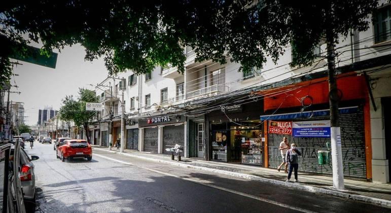 Comerciantes da Rua Teodoro Sampaio, em São Paulo, não resistiram à crise