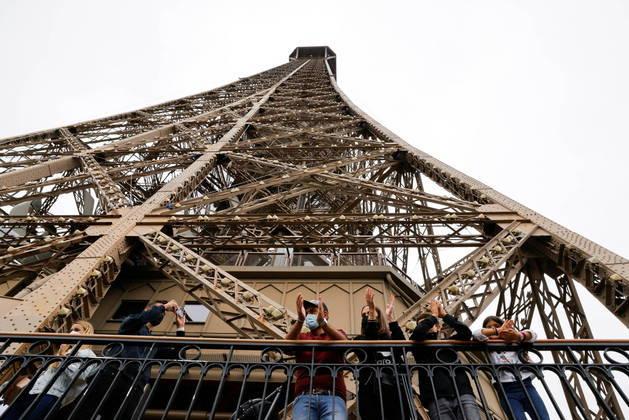 Os britânicos eram tradicionalmente os mais numerosos entre os turistas estrangeiros, mas agora estão ausentes devido às regras de viagem que dificultam sua visita à França