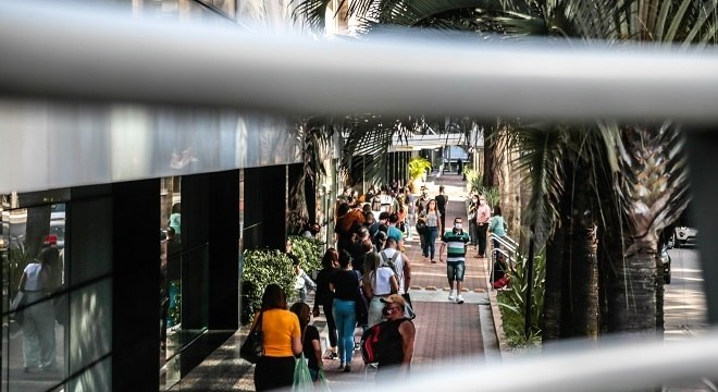 Reabertura de shoppings na cidade de São Paulo, nesta sexta-feira (12)