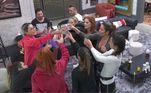 Brinde pela superaçãoDepois de uma prova difícil e que exigiu muito das participantes, Dany cedeu o champanhe da Suíte Power e sugeriu que as mulheres brindassem juntas comemorando a superação no desafio!