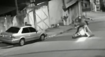 Jovem tentou tomar a arma do assaltante