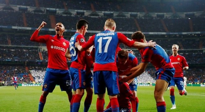 Jogadores do CSKA comemoram gol de Georgi Shchennikov, no Santiago Bernabéu
