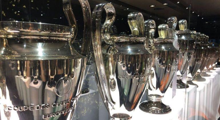 "A vitrina de taças do Real Madrid, 13 vezes na ""Champions"""