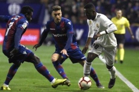 Vinicius marcou o primeiro contra o Valladolid