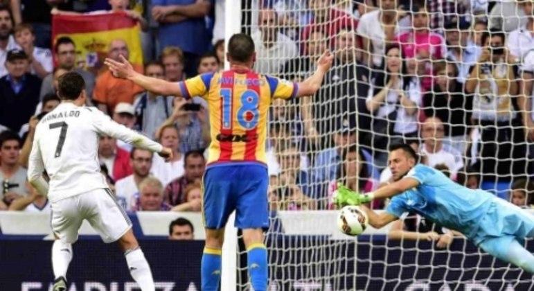 Real Madrid x Valencia - Diego Alves pegando pênalti de Cristiano Ronaldo
