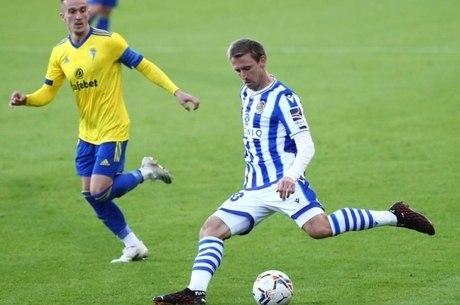 Real Sociedad bate Cádiz e é líder do Espanhol