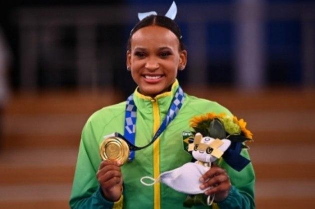 Rebeca Andrade conquistou duas medalhas: ouro e prata