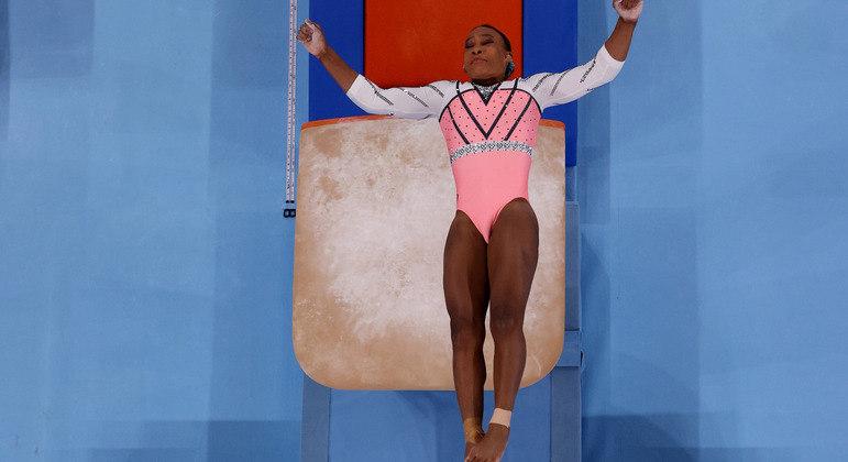 Rebeca Andrade faz salto na final do aparelho na Olimpíada de Tóquio