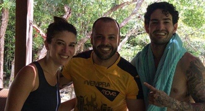 Rebeca e Pato tiraram fotos com amigos em Trancoso