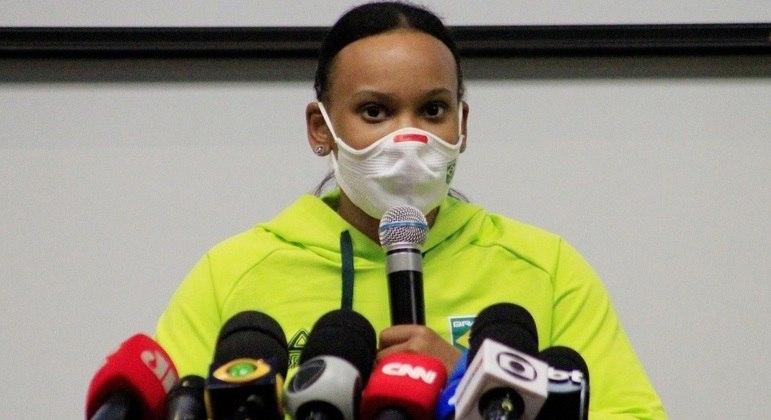 Rebeca Andrade durante entrevista em Guarulhos