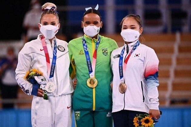 Rebeca somou 15.083 na média das duas apresentações. A americana Skinner (14.916) ficou com a prata, enquanto a sul-corena Seojeong Yeo fechou o pódio, com 14.733.