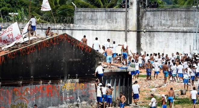No presídio de Alcaçuz, na região metropolitana de Natal, ao menos 26 presos da facção Sindicato do Crime foram mortos por integrantes do PCC