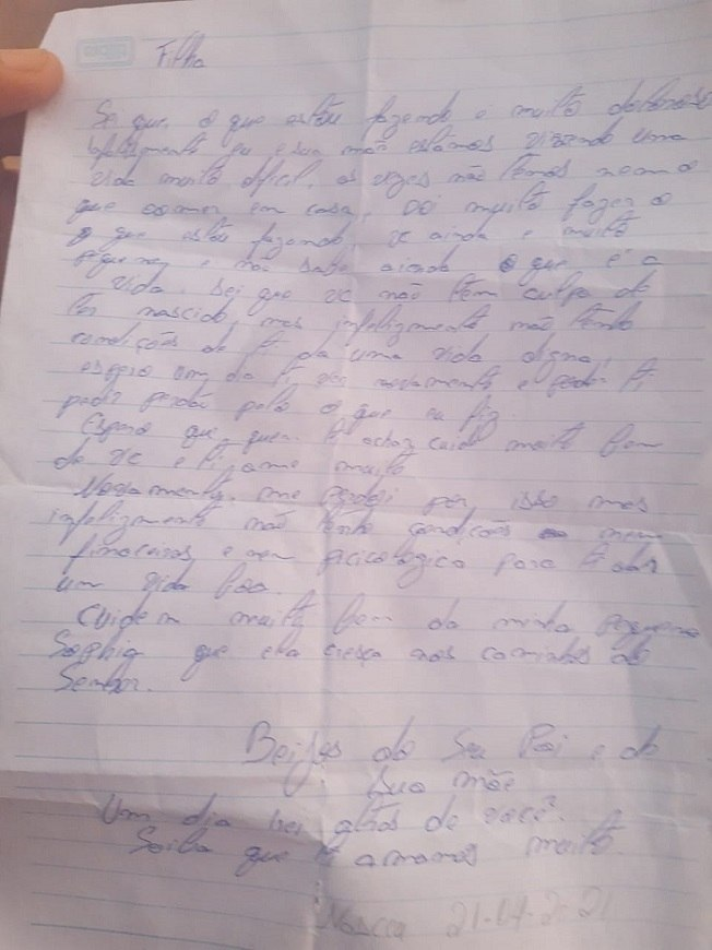 Possíveis pais escreveram carta para a recém-nascida
