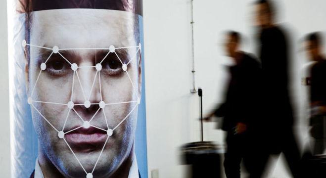 China exige que operadoras de telecomunicações digitalizem rostos de usuários