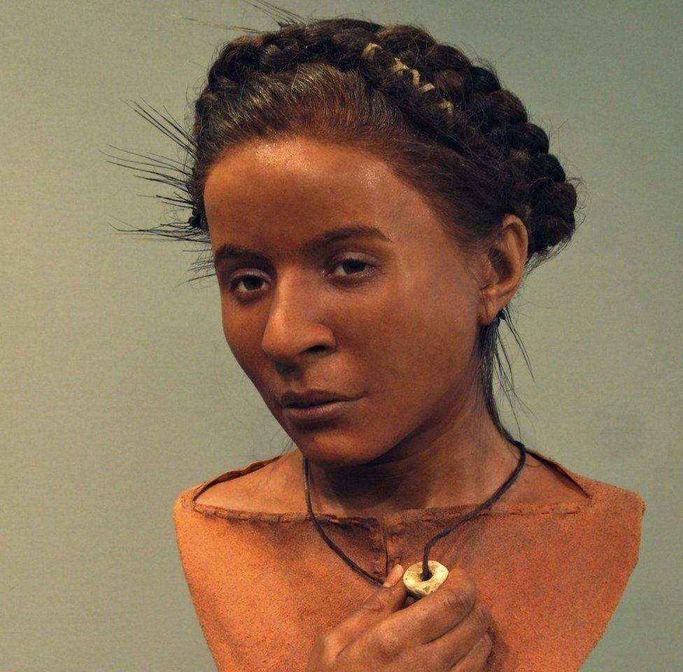 Reconstrução facial da Menina Whitehawk, que viveu há 5,6 mil anos em Sussex, na Inglaterra