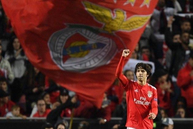 Recorde no Benfica - O meia de 19 anos quebrou um recorde que perdurava desde a temporada 1976/77. Desde esses anos, um jogador com 19 anos não marcava oito gols no campeonato com a camisa do Benfica.