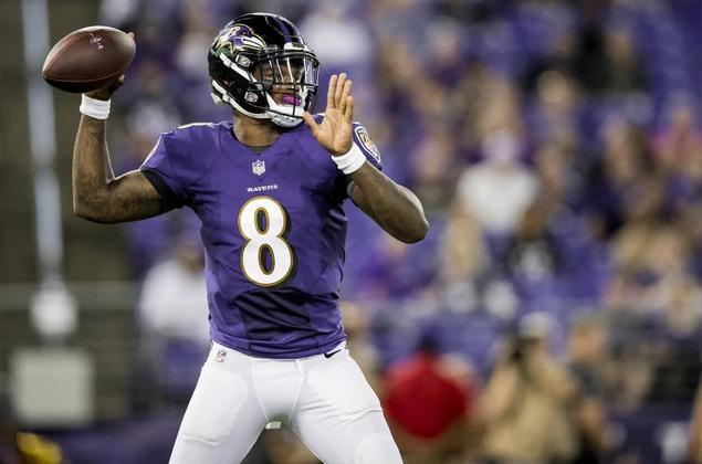 Recordista de jardas terrestres em uma temporada entre quarterbacks, o QB dos Ravens pode ficar otimista em relação à qualidade de seu jogo aéreo em 2021, já que a diretoria de Baltimore vem investindo no corpo de recebedores durante a offseason, e seu left tackle de confiança, Ronnie Stanley, está voltando de lesão.