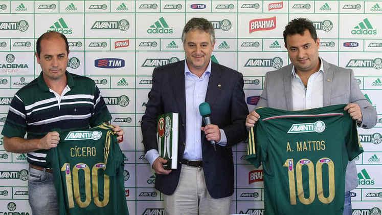 Reestruturação com Alexandre Mattos: Bicampeão com o Cruzeiro, o diretor de futebol chegou com carta branca e passou a contratar vários atletas para a montagem do elenco em 2015. É o começo de uma nova era no Palmeiras.