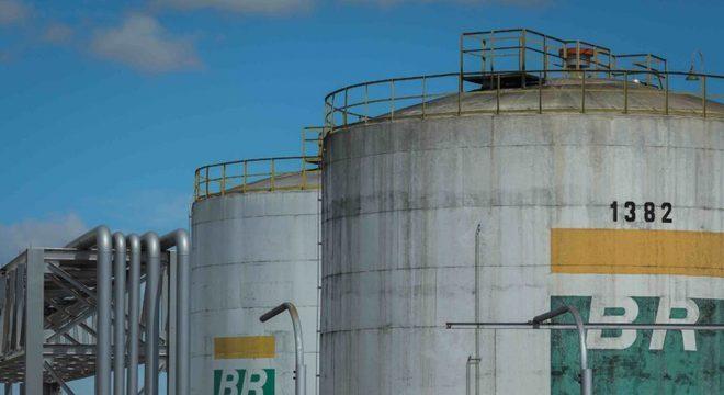 Venda de refinarias da Petrobras é autorizada pelo STF