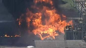__Incêndio atinge refinaria de Manguinhos, na zona norte do Rio__ (Reprodução)