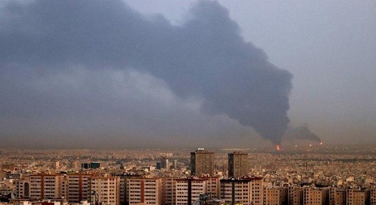 Incêndio em refinaria de petróleo começou após um vazamento em uma tubulação de gás