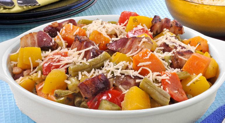 Refogado de legumes com bacon