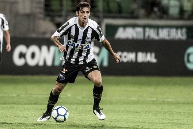 Reforço anunciado com pompas, o meia Bryan Ruíz não deu certo no Santos. Ele completou um ano sem jogar pelo peixe nesta semana. Tem acordo até dezembro de 2020.