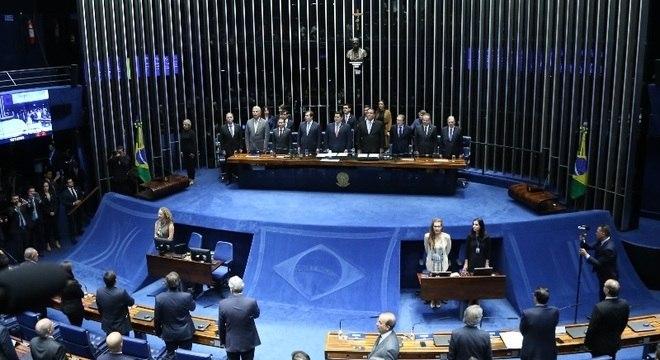 Parlamentares comemoram promulgação da reforma